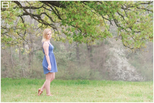 Nacogdoches photographer senior portrait session on SFA campus and in green field