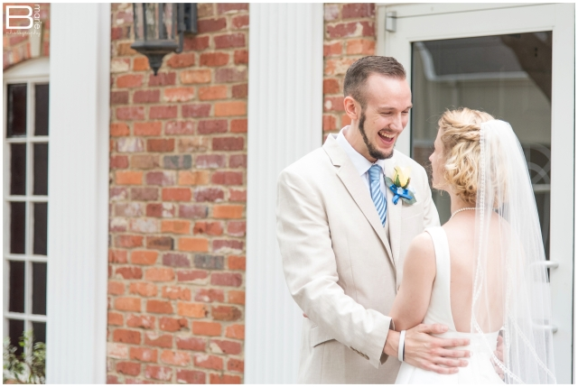 Nacogdoches wedding photographer post for brides about wedding day first look