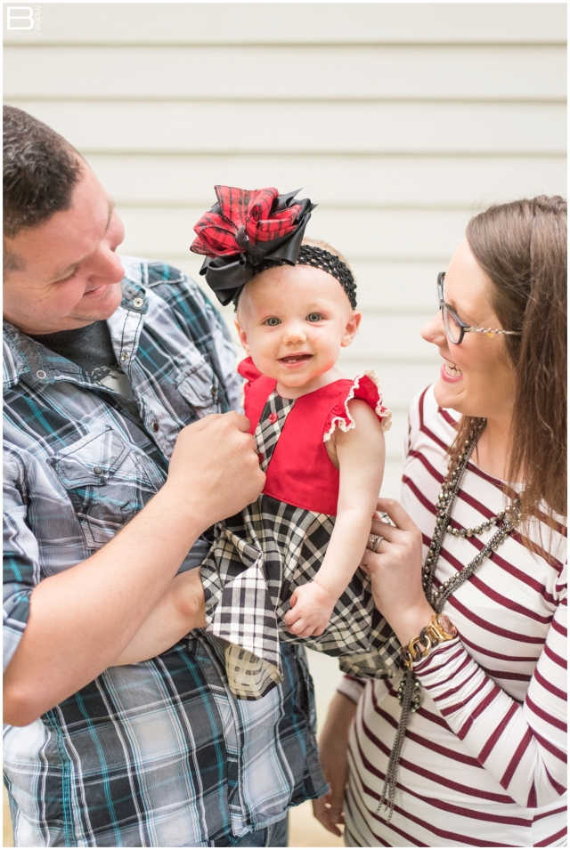 Kingwood family photographer - family portrait session with 10 month old baby girl
